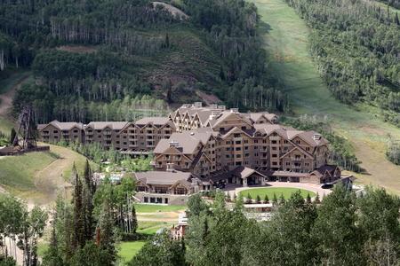 condos: Luxury condos in Mountain Editorial