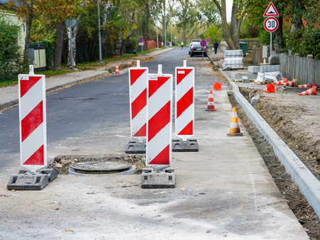 traffic constraints during street repairs, warning signs