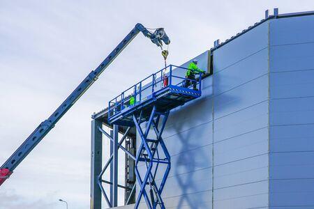 sandwich panels wall mounting using crane and scissor lift