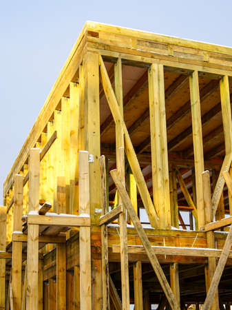 structure of a natural wooden house under construction, blue sky background 版權商用圖片
