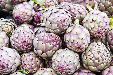 Freshly harvested red artichokes on display at the farmers market Stock Photo - 9969291