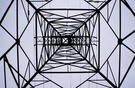 Elektrische transmissie-toren als abstract ontwerp