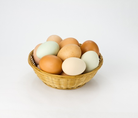 Free range chicken eggs in wicker basket Banco de Imagens