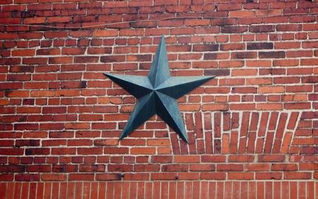 Un muro di mattoni rinforzata con una rondella a stella in ghisa e bullone Archivio Fotografico - 11952457