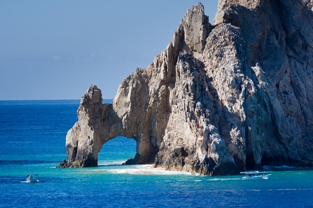 El Arco rock formation in Mexico with boats on the water Banco de Imagens