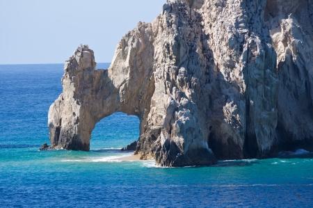El Arco formation rocheuse s'�l�ve au-dessus d'une mer bleu cristal