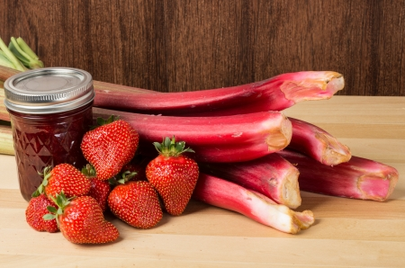 Strawberry rhubarb jam or jelly with fresh strawberries and rhubarb Banco de Imagens