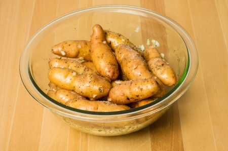 fingerling: A bowl of fresh cooked fingerling potatoes on wooden table