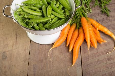 Freshly harvested green peas and carrots Reklamní fotografie