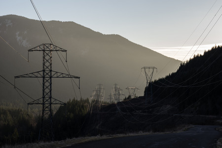 mt hood national forest: Misty dawn view of electrical transmission towers