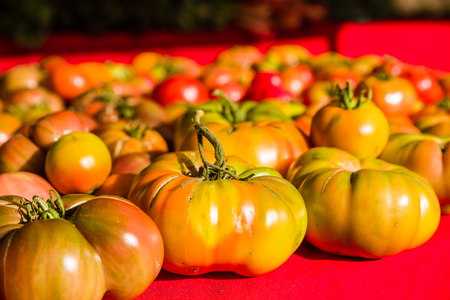 Ripe heirloom tomatoes at the farmers market