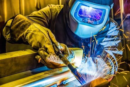 溶接機、職人、工場技術、技術的な鉄鋼産業鋼溶接を建てる
