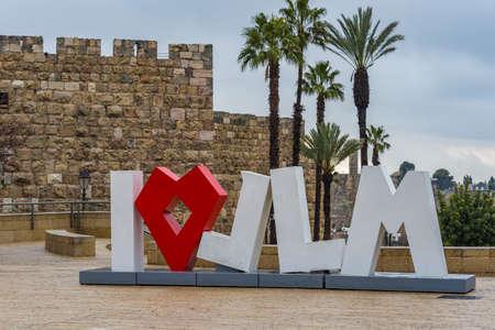 ISRAEL,JERUSALEM-09.Februar 2020: public sculpture composed of the inscription Love - I Love JLM I Love Jerusalem placed in Tsahal Square near Jaffa Gate Old City Lettering I love Jerusalem near the old city of Jerusalem. Banque d'images
