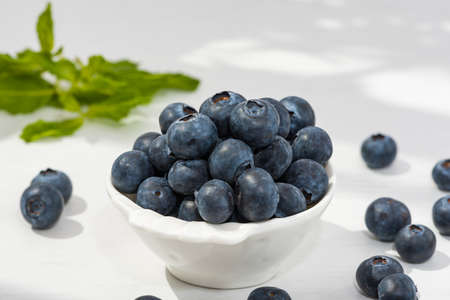 Blueberry closeup background on a white dish. Banque d'images