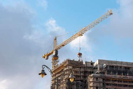 Construction site with crane and building, construction, site crane Banque d'images