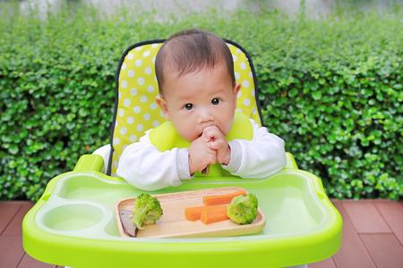 Asian infant baby boy eating by Baby Led Weaning (BLW). Finger foods concept Standard-Bild