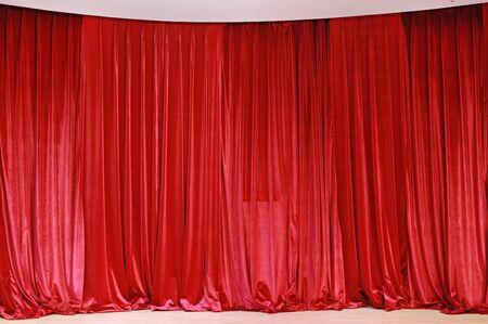 Red curtain fabric background texture Standard-Bild - 130037023
