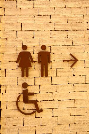 Toilet signs on the old brick wall Imagens