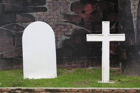 Tumbas y cruz de piedra