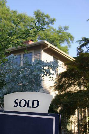 Huis te koop met verkocht ondertekenen