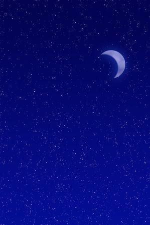 nightime: Riempito il cielo notturno con le stelle e la luna crescente