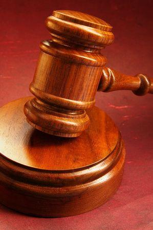 arbitrator: Closeup di un giudice del martello di legno