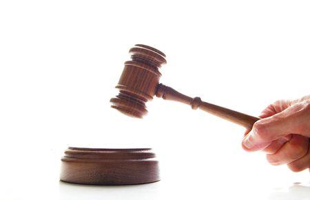 arbitrator: mano battenti uno giudici giudice martello, isolato su bianco