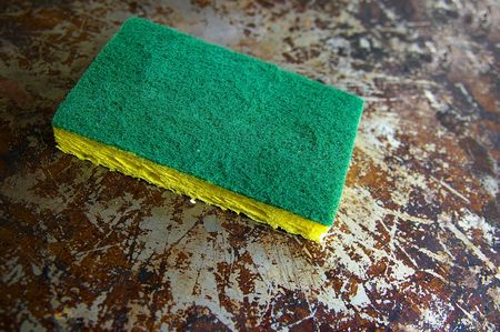 scrub sponge on a dirty metal surface 版權商用圖片