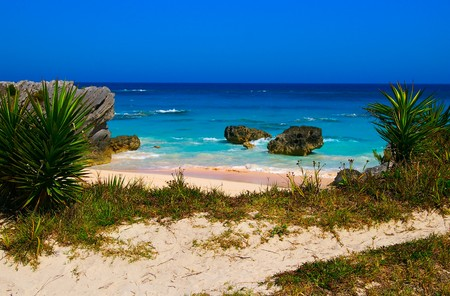 bermuda: Remote tropical beach on sunny day (Bermuda south shore) Stock Photo