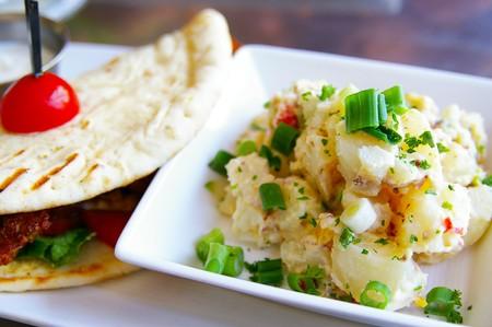 グルメ ポテト サラダ、ピタパン ラップ 写真素材