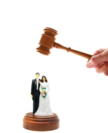 divorce court: wedding couple figures and court gavel, on white Stock Photo