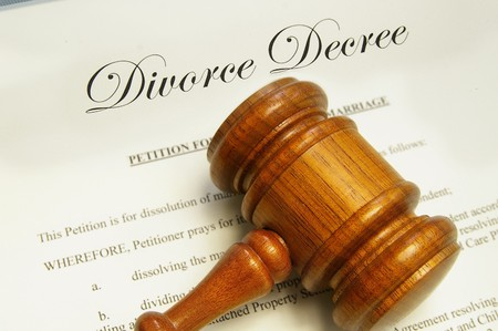 divorce court: legal gavel on top of divorce papers Stock Photo
