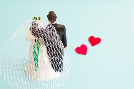 wedding cake couple with red hearts