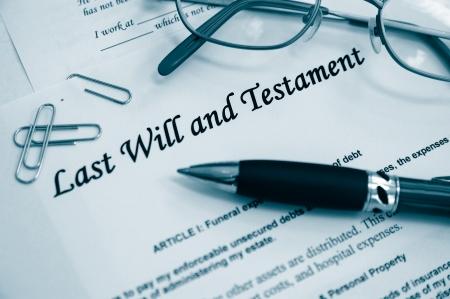 Documentos de la última voluntad y testamento, con lápiz, etc.