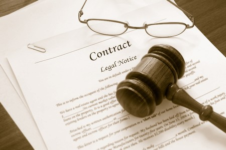 legal contract and law gavel Banco de Imagens - 8074968