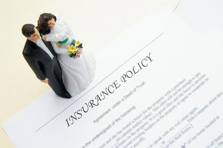 wedding couple and insurance plan Imagens