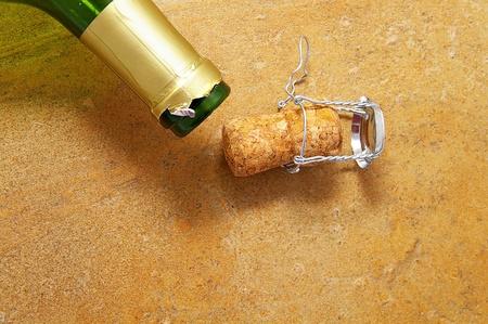 open fles met close-up van een champagnecork