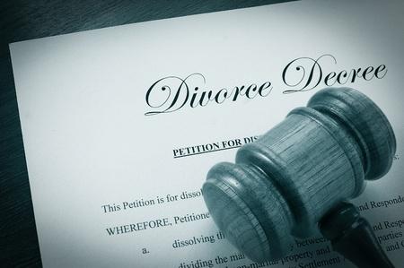 Echtscheiding document en juridische voorzittershamer Stockfoto