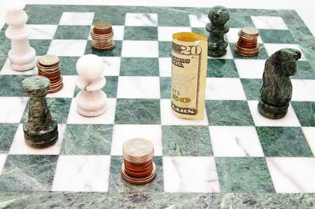 コインとチェス ボード上のお金