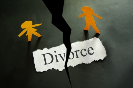 torn piece of paper with divorce text and paper couple figures Stock Photo