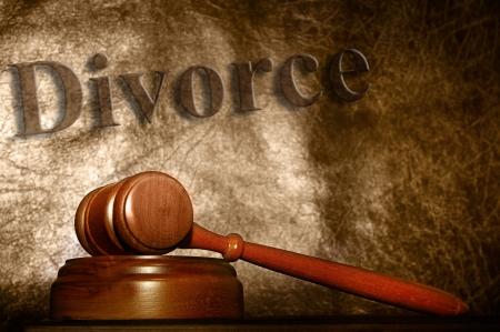 martelletto legali e testo di sfondo il divorzio Archivio Fotografico