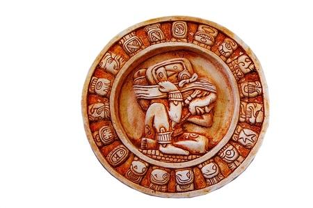 Un calendario maya tallada aislado en blanco Foto de archivo - 13746700