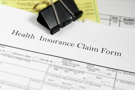 reclamo: El seguro de salud formulario de reclamaci�n y las facturas m�dicas