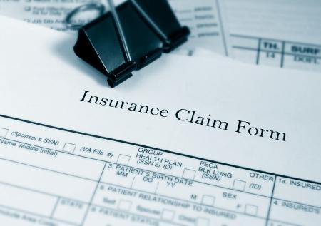 ubezpieczenia: Formularz roszczenia ubezpieczeniowe i rachunki Zdjęcie Seryjne