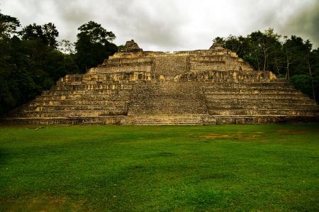 america centrale: Antico tempio Maya di Caracol, Belize, America Centrale