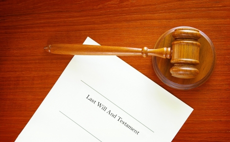 appeals: Last Will and Testament and a court gavel Stock Photo