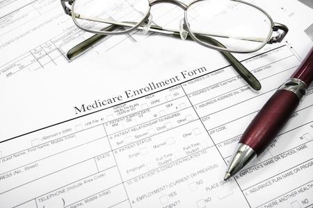 メディケア保険フォーム メガネとペン 写真素材