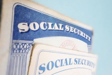 s�curit� sociale: Gros plan de deux cartes s�curit� sociale am�ricaine Banque d'images
