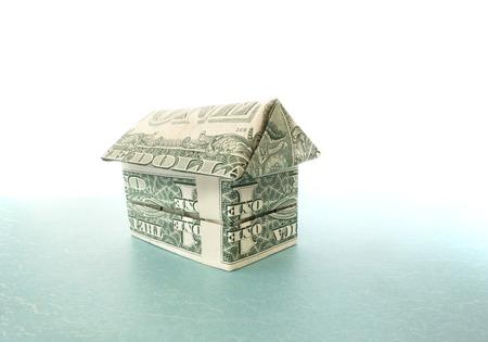 달러 지폐로 만들어진 종이 접기 집