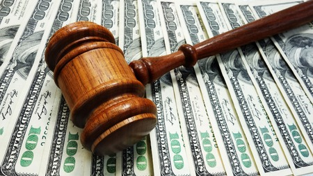 divorce court: Judges court gavel on money